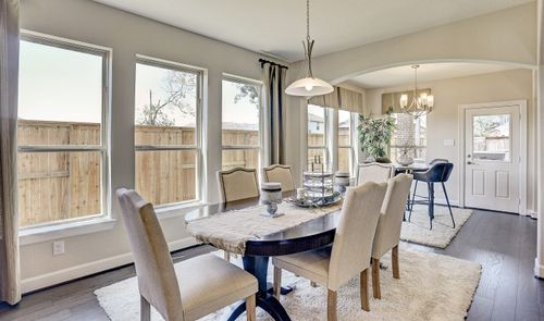 Dining-in-Millie-at-Woodshore-in-Clute