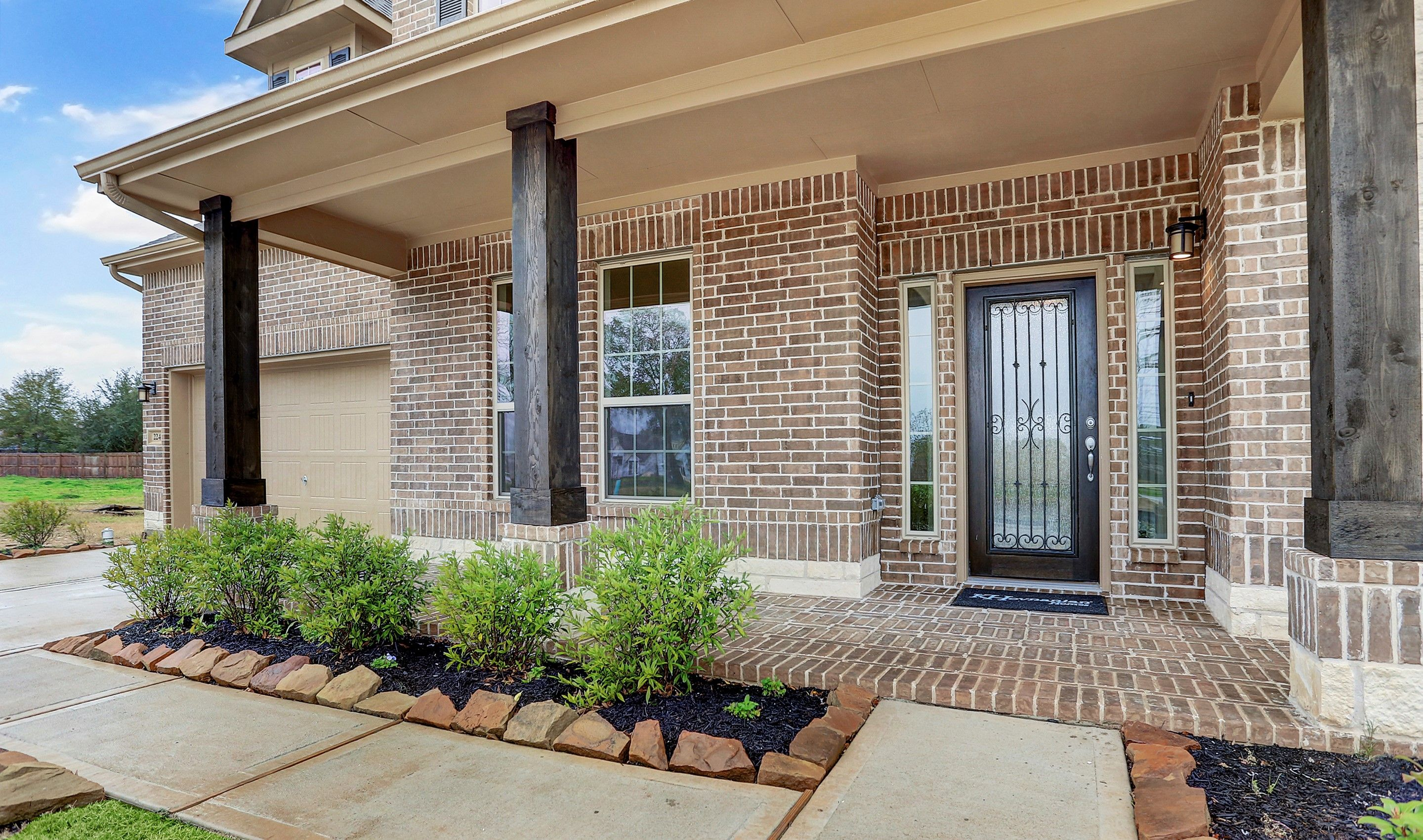 Front-Porch-in-Lauren-at-Woodshore-in-Clute