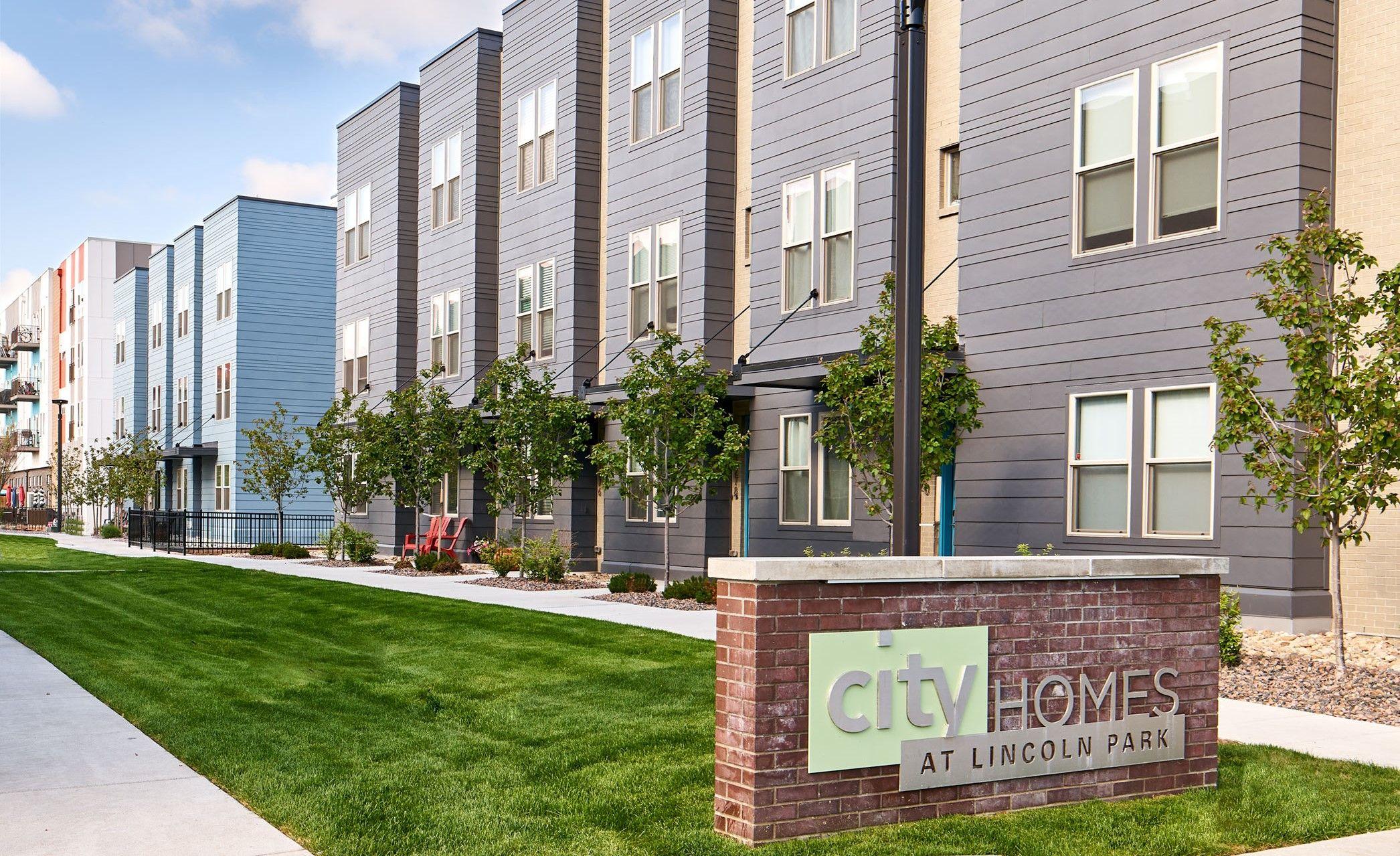 'CityHomes at Lincoln Park' by Koelbel Urban Homes in Denver