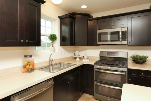 Kitchen-in-Andrews Heritage-at-The Views at Bridgewater-in-York