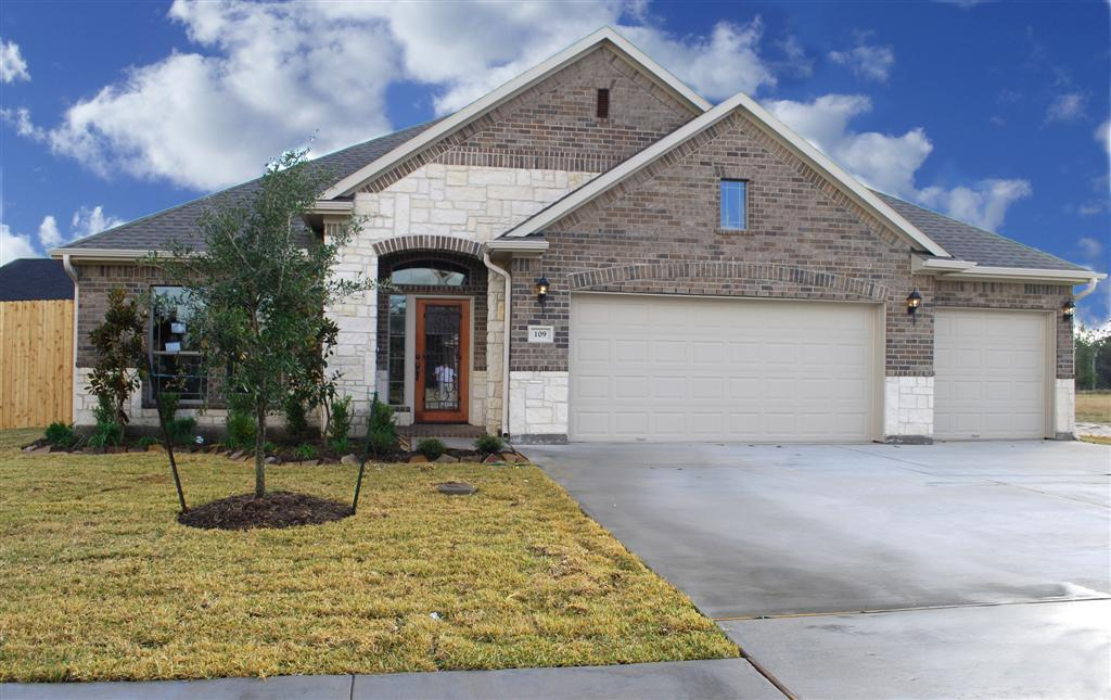 Exterior featured in The Emma By Kinsmen Homes  in Beaumont, TX