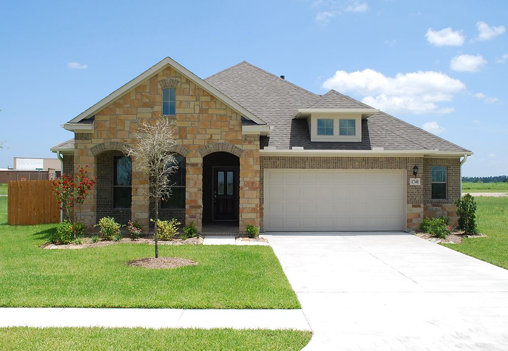 The celeste home plan by kinsmen homes in beaumont area for Build on your lot houston floor plans