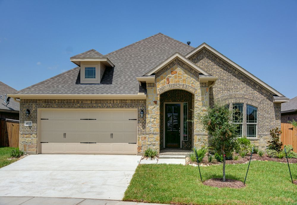 The paige home plan by kinsmen homes in beaumont area for Build on your lot houston floor plans