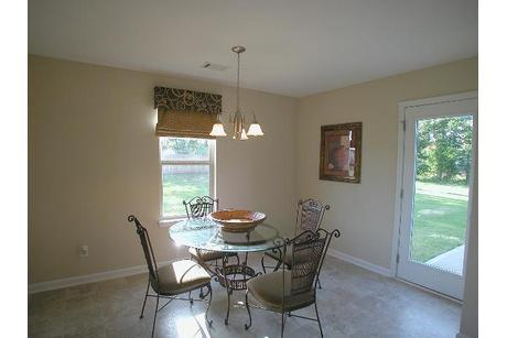 Breakfast-Room-in-The Patriot-at-Hawk's Nest-in-Kathleen