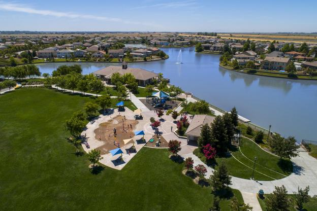 LGI Homes at Port Towne at Bridgeway Lakes:World-Class Amenities!