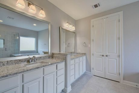 Bathroom-in-The Fairview-at-Potranco Ranch-in-Castroville