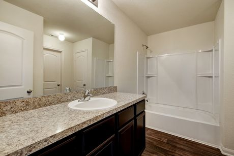 Bathroom-in-Maple-at-Sonterra-in-Jarrell