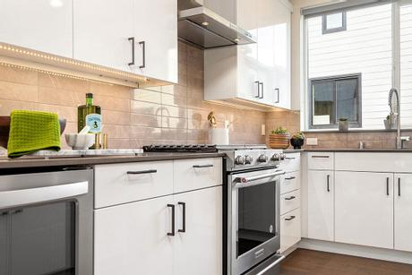 Kitchen-in-Wayfarer-at-The Landing Townhomes-in-Bothell