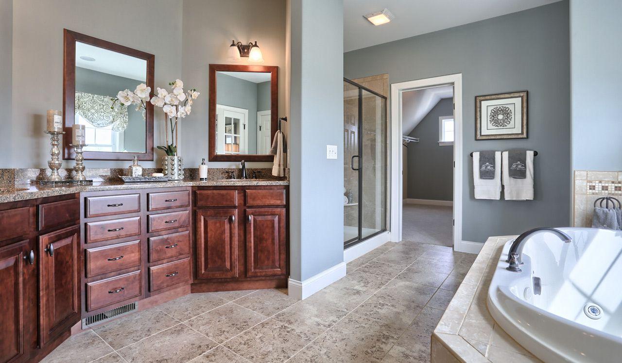 Elllington Model Owner's Suite Bathroom