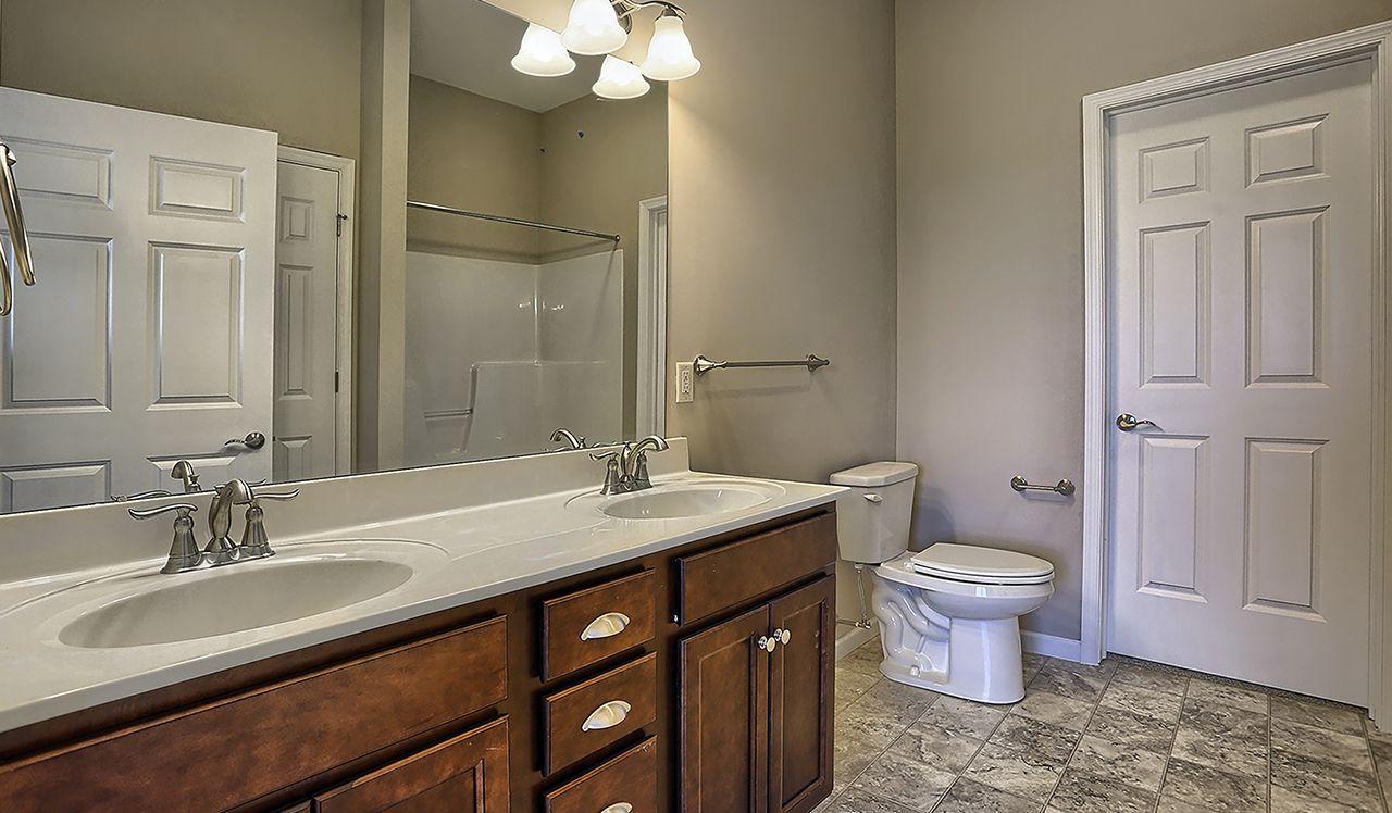 Maple Owner's Bathroom