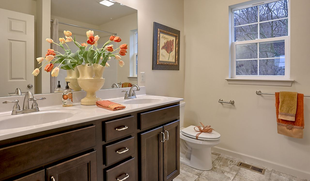 Oakmont Model Owner's Bathroom