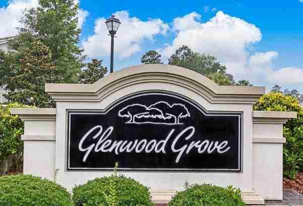 Glenwood Grove Entry