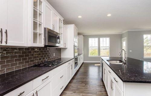 Kitchen-in-Heritage-at-Morningside - Abington-in-Bargersville