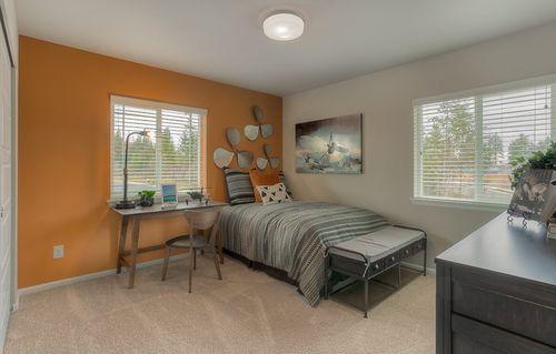 Bedroom-in-Caverly II-at-Wyncrest-in-Auburn