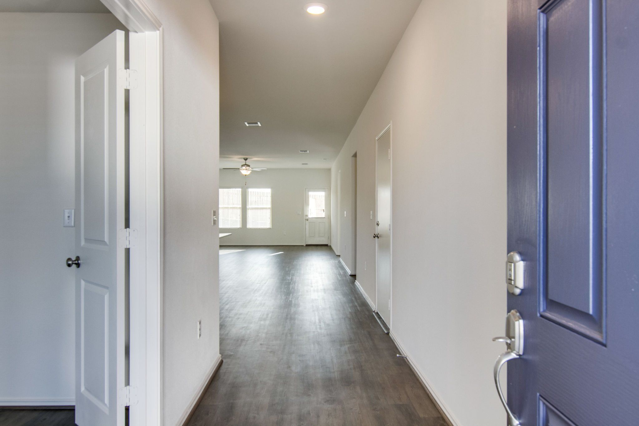 Hallway-in-Sibley-at-Sun Chase 50s-in-Del Valle