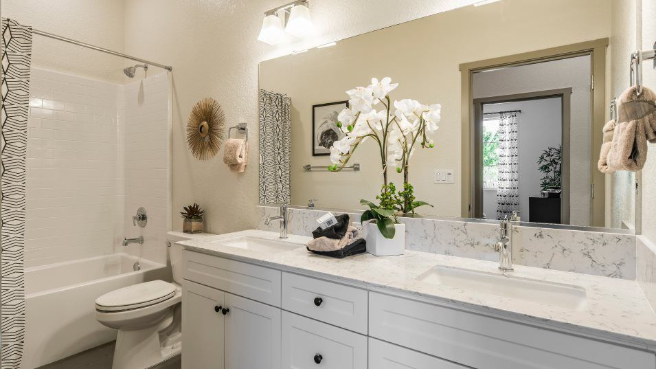 Bathroom featured in the Moonlight By Lennar in Visalia, CA