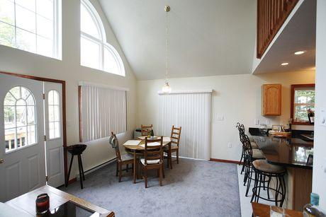 Breakfast-Room-in-Lakewood-at-Liberty Homes Custom Builders-in-Pocono Lake
