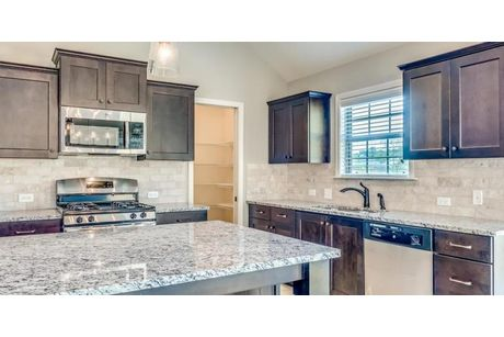 Kitchen-in-Belmont - StoneyBrooke Plantation-at-StoneyBrooke-in-Montgomery