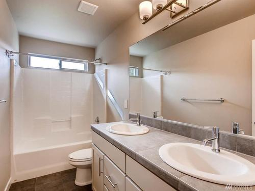 Bathroom-in-Plan 3335-at-Star Water-in-Auburn