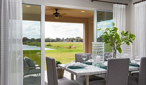 Dining-in-Moonstone-at-Watercrest-in-Auburndale