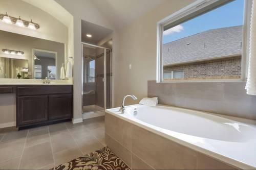 Bathroom-in-Burkburnett II-at-Paloma Lake 55'-in-Round Rock