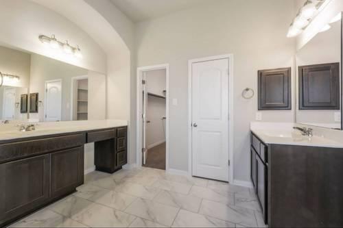 Bathroom-in-Burkburnett II-at-Wolf Ranch 51'-in-Georgetown