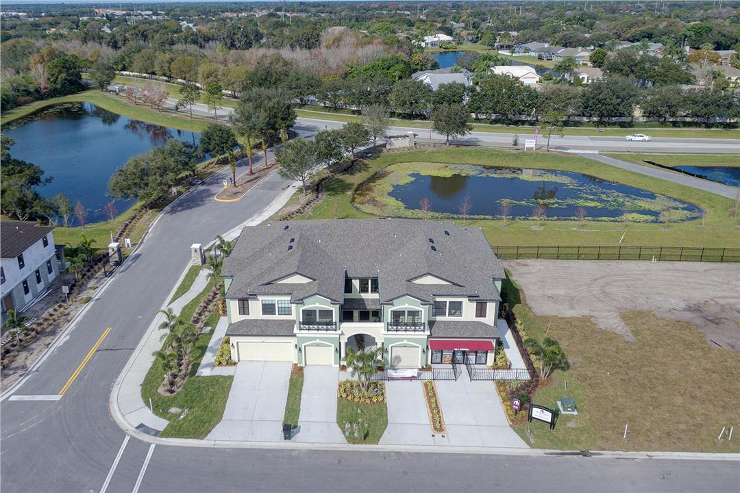 Creekwood Townhomes in Bradenton, FL, now available for showing by Anthony Santiago