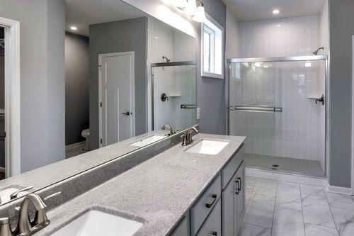Bathroom-in-Cedarwood-at-Bass Lake Crossing-in-Corcoran