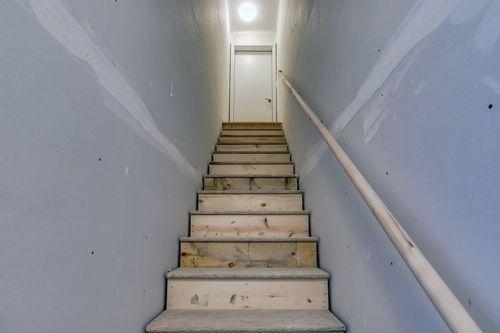 Stairway-in-Cedarwood-at-Bass Lake Crossing-in-Corcoran