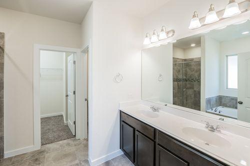 Bathroom-in-Franklin-at-Ladera-in-San Antonio
