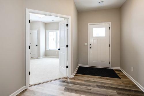 Foyer-in-Cedarwood II-at-Bass Lake Crossing-in-Corcoran
