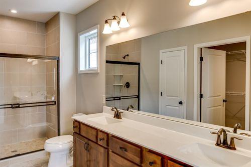 Bathroom-in-Cedarwood II-at-Bass Lake Crossing-in-Corcoran