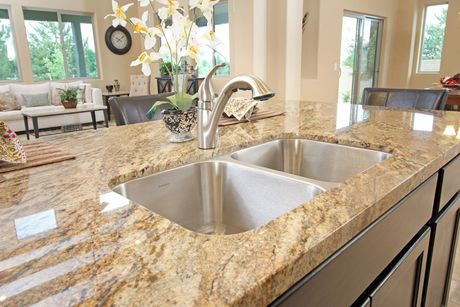 Kitchen-in-Aspen-at-Mollie Rae-in-Chino Valley