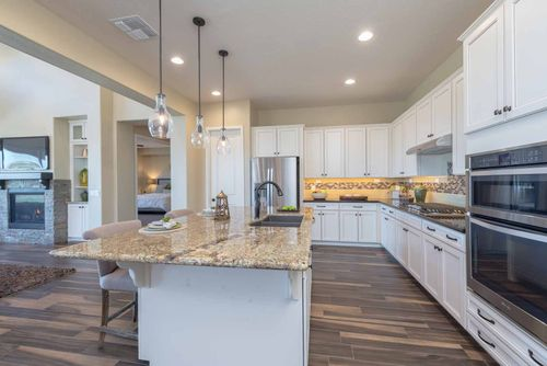 Kitchen-in-Summit-at-Yavapai Hills-in-Prescott
