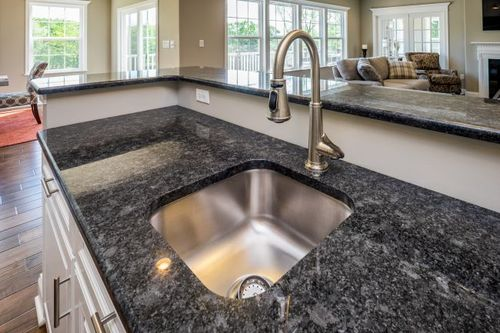 Kitchen-in-Eisenhower-at-Manor Hill-in-Independence