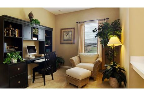 Study-in-Arlington-at-Knight Lake Estates-in-Mascotte