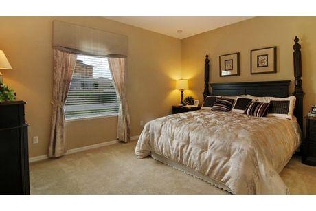 Bedroom-in-Arlington-at-Knight Lake Estates-in-Mascotte