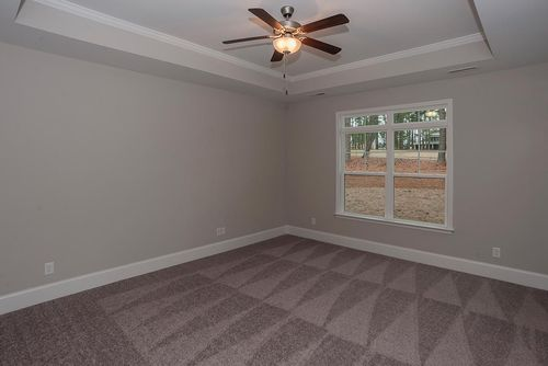 Empty-in-Verona Craftsman-at-Legacy Lakes-in-Aberdeen