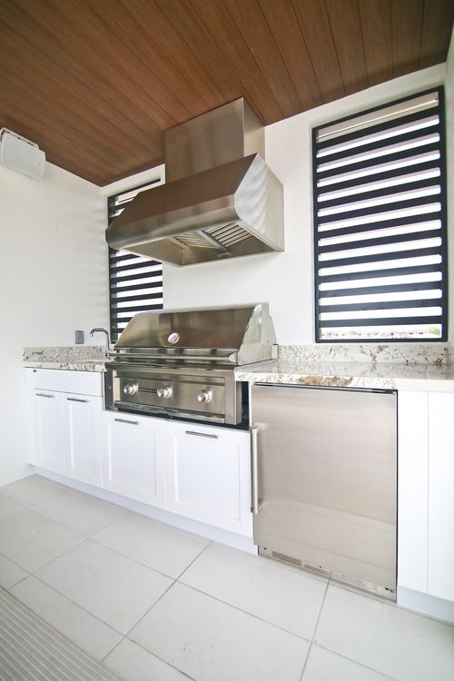 Wet-Bar-in-Model B - Three Story-at-Canarias at Downtown Doral-in-Miami