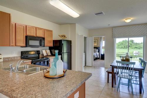 Kitchen-in-F1313-at-Bayberry-in-Gibsonton