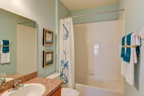 Bathroom-in-F1313-at-Bayberry-in-Gibsonton