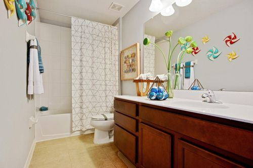 Bathroom-in-Largo-at-Lucaya Lake Club - Manor-in-Riverview