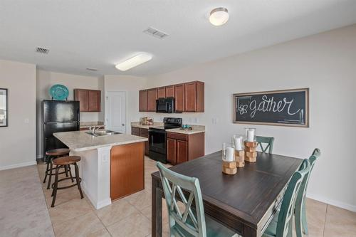 Kitchen-in-F1452-at-Bayberry-in-Gibsonton