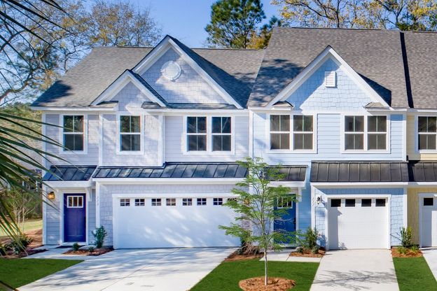 Luxury Townhome Community Surrounded by Nature:Located only 1-mile from downtown Summerville, Palmetto Row is a unique, low-maintenance townhome community with options for one- or two-car garages, surrounded by nature.Visit us today!