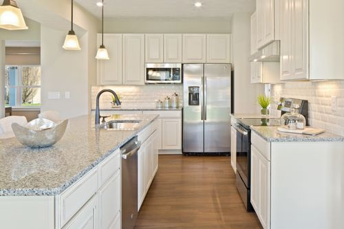 Kitchen-in-Columbia-at-Washington Square-in-Jefferson Hills