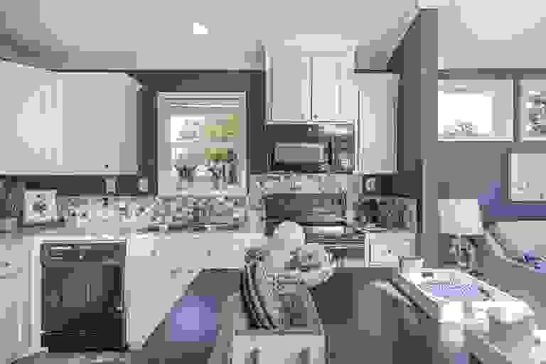 42196850-200312.jpg