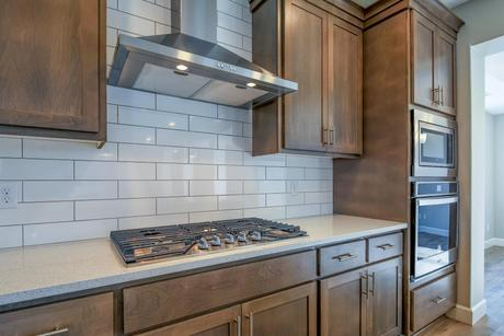 Kitchen-in-1290 S 44th Ave-at-Cloverhill-in-Ridgefield