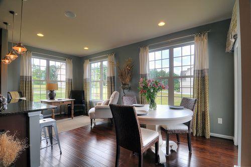 Breakfast-Room-in-Stratford-at-Bedford Farms-in-Concord