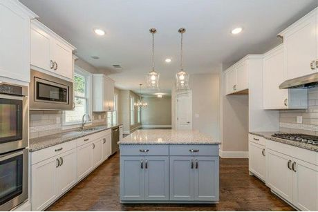 Kitchen-in-Glenbrook II-at-The Bluffs at Jamerson-in-Marietta