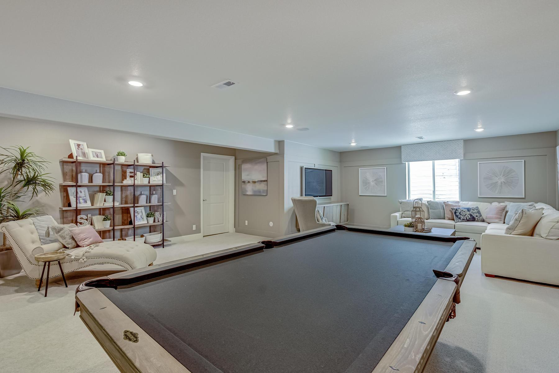 Living Area featured in the Aspen By OakwoodLife in Denver, CO